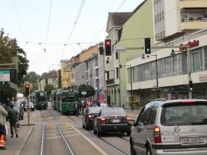Ziemlich viel Betrieb an dieser Hauptstrasse in Birsfelden.